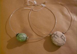 collier-boule-verte-et-blanche