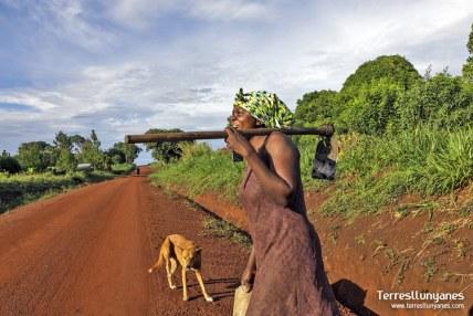 viajes-uganda-camino