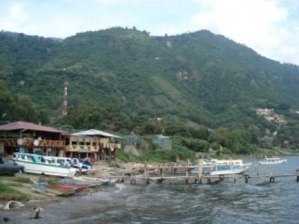 Sur-le-lac-Atitlan