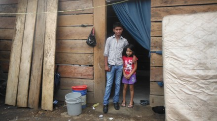 Nery Eduardo et sa petite soeur