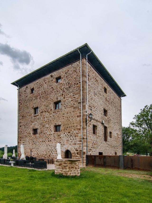 El hotel torre Zumeltzegi. exterior