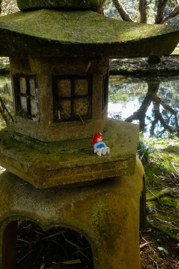 Friday Fotos — Ariel visits Byodo-In Temple