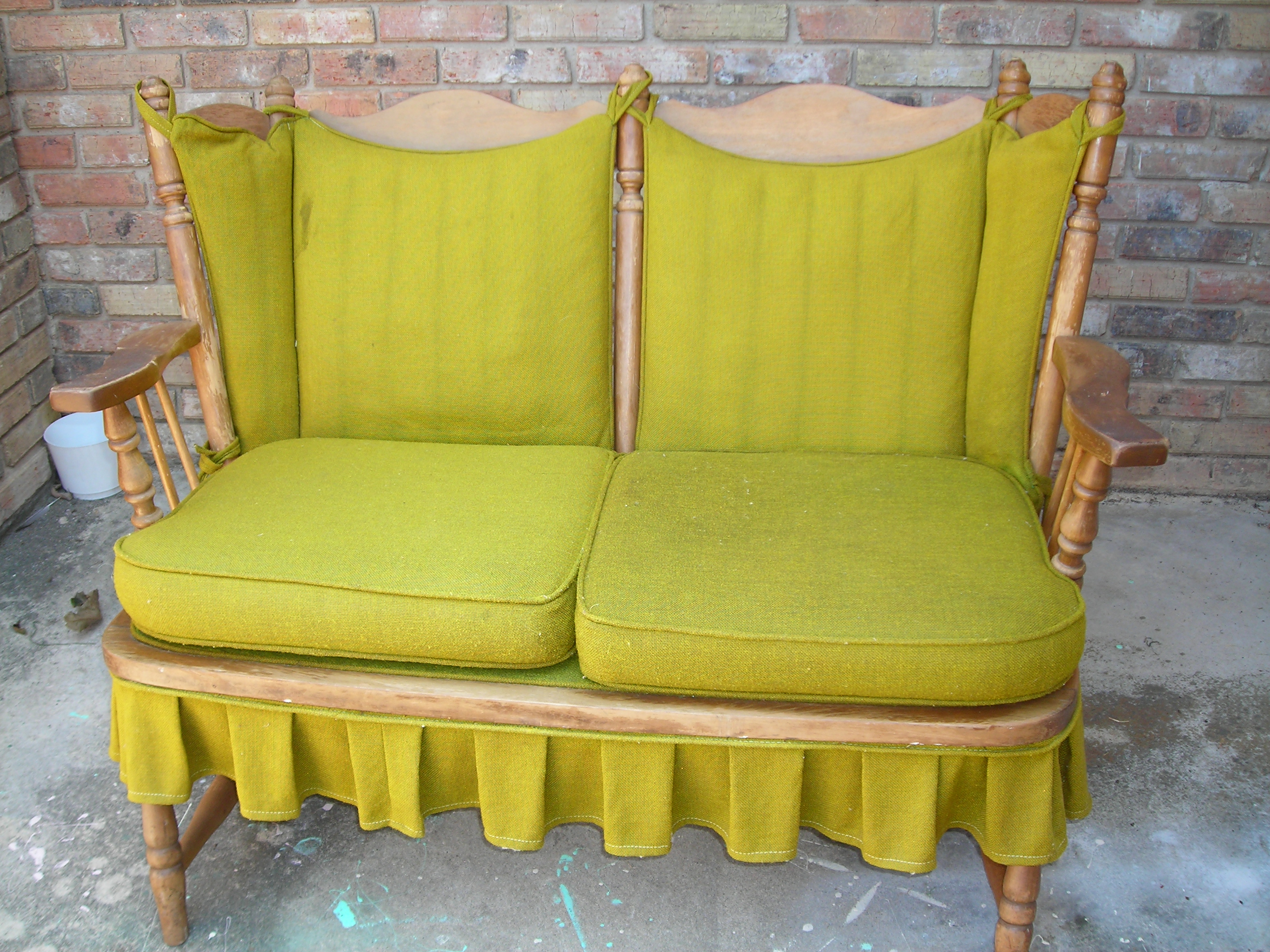 ugh! ugly puke-green cushions on a grrrrreat retro piece!