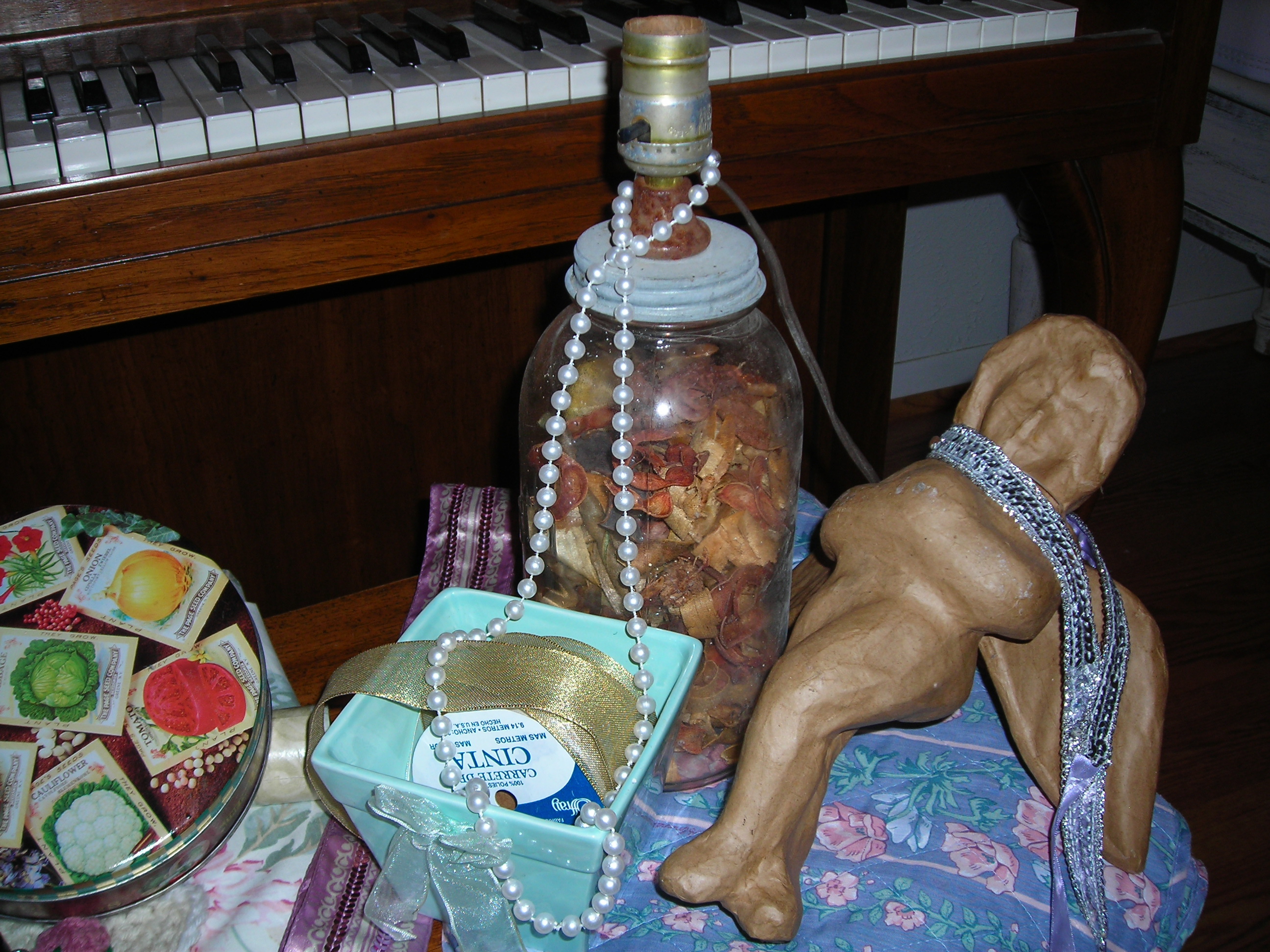Note the old jar lamp ... will tosss the pot pourri and put something cute inside!