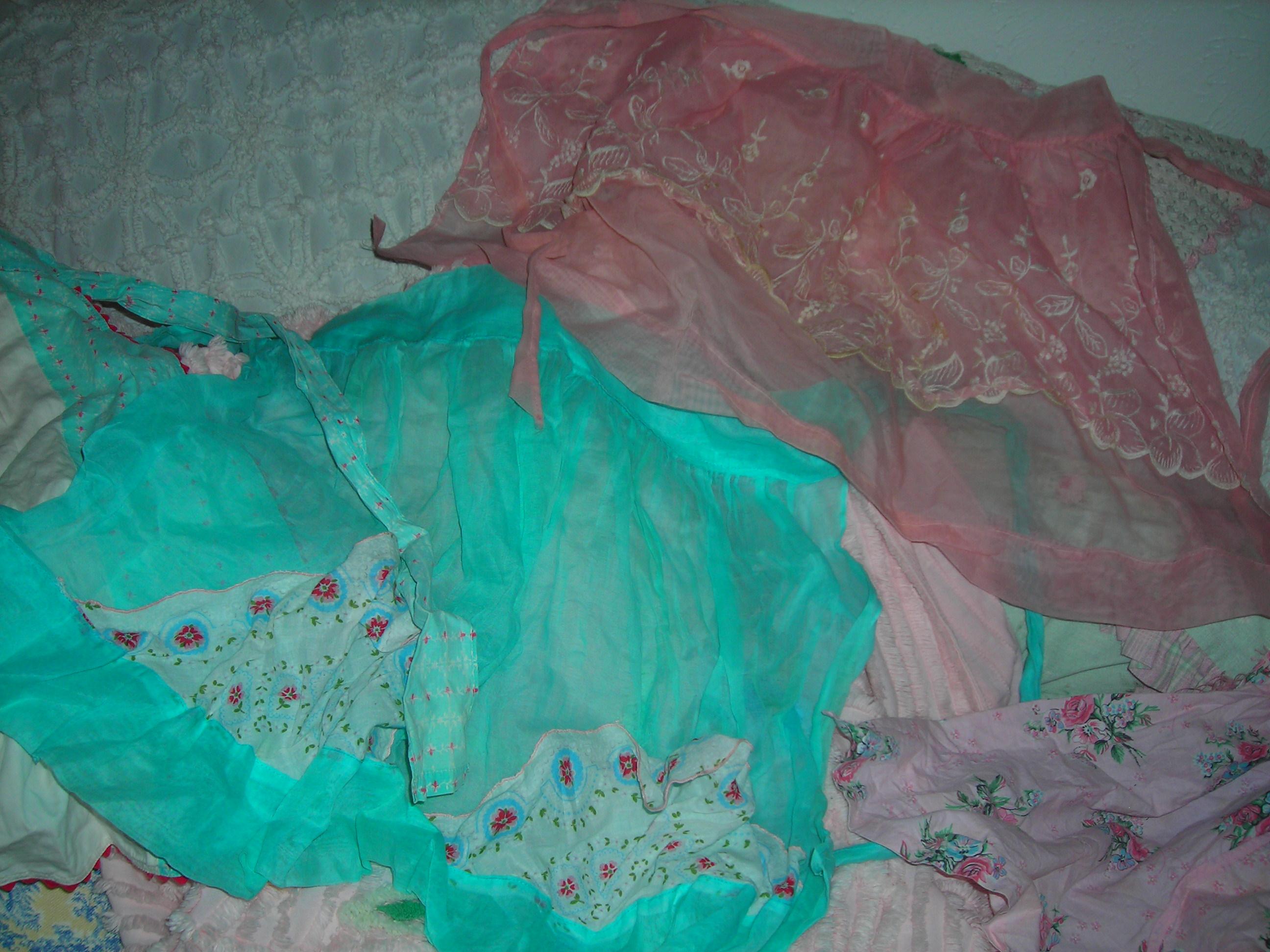 vintage aprons ... ohmygosh too sweet!