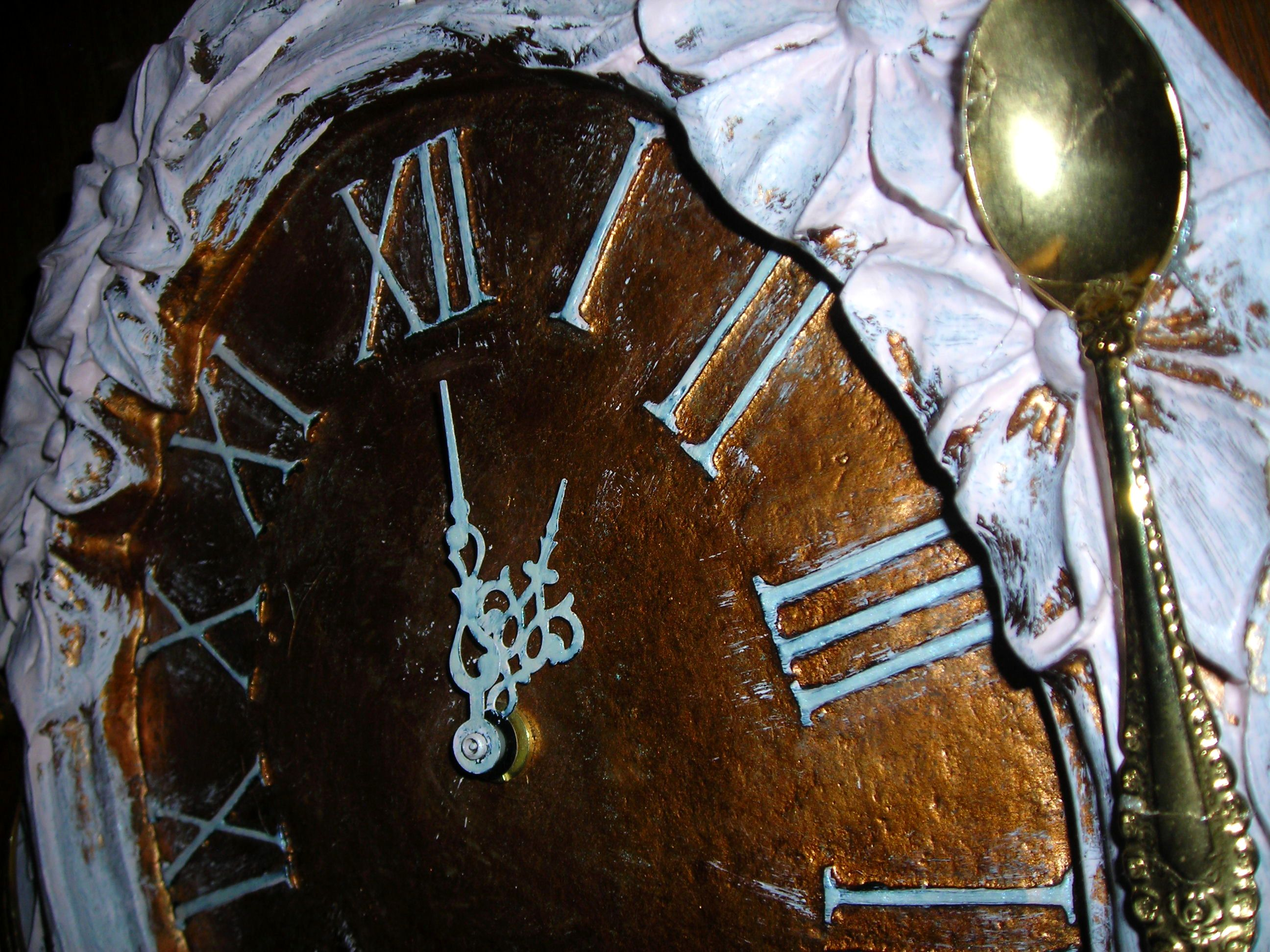 close up of my 'new' kitchen clock