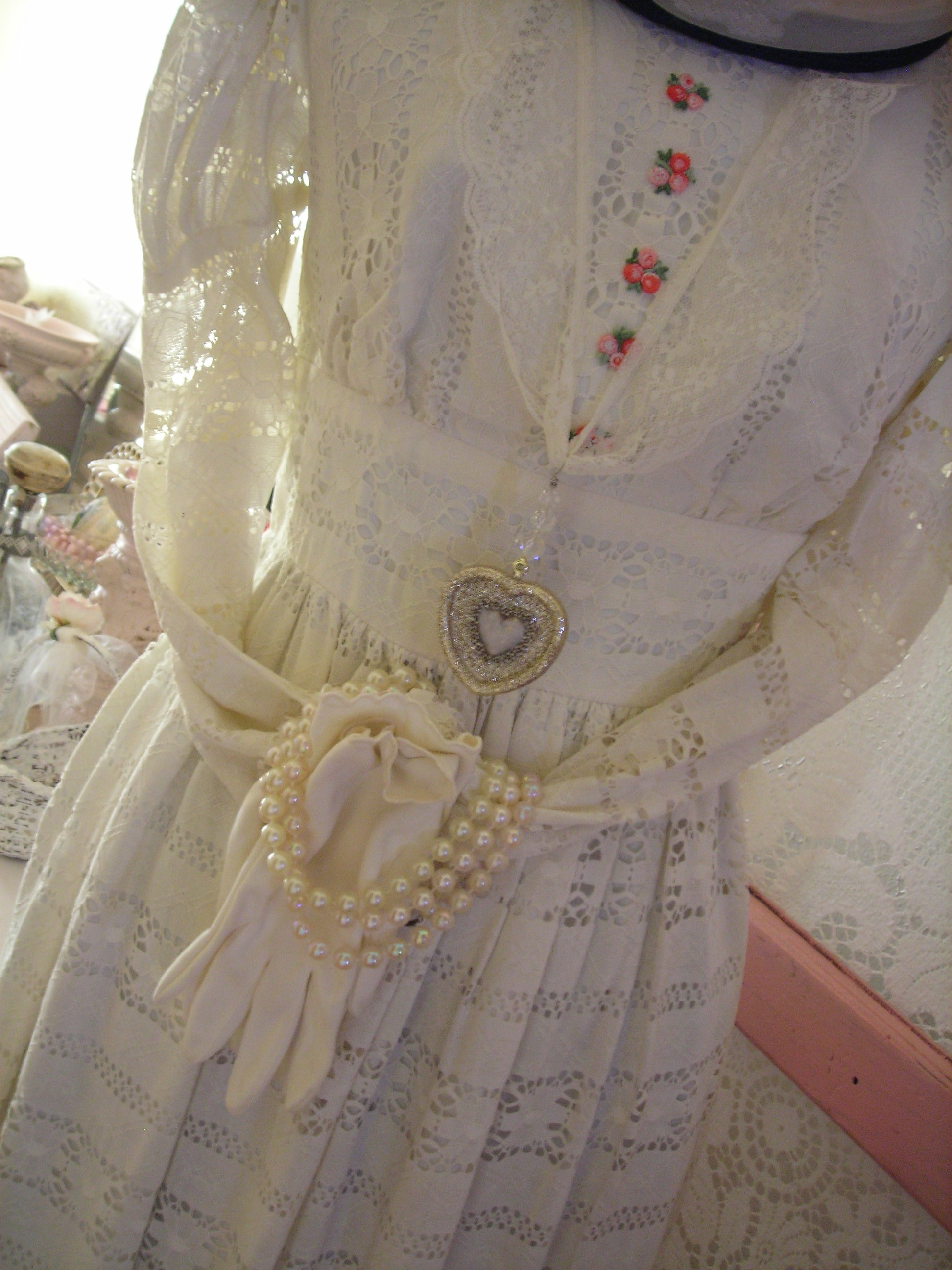 close up ... sweet gloves and pearls