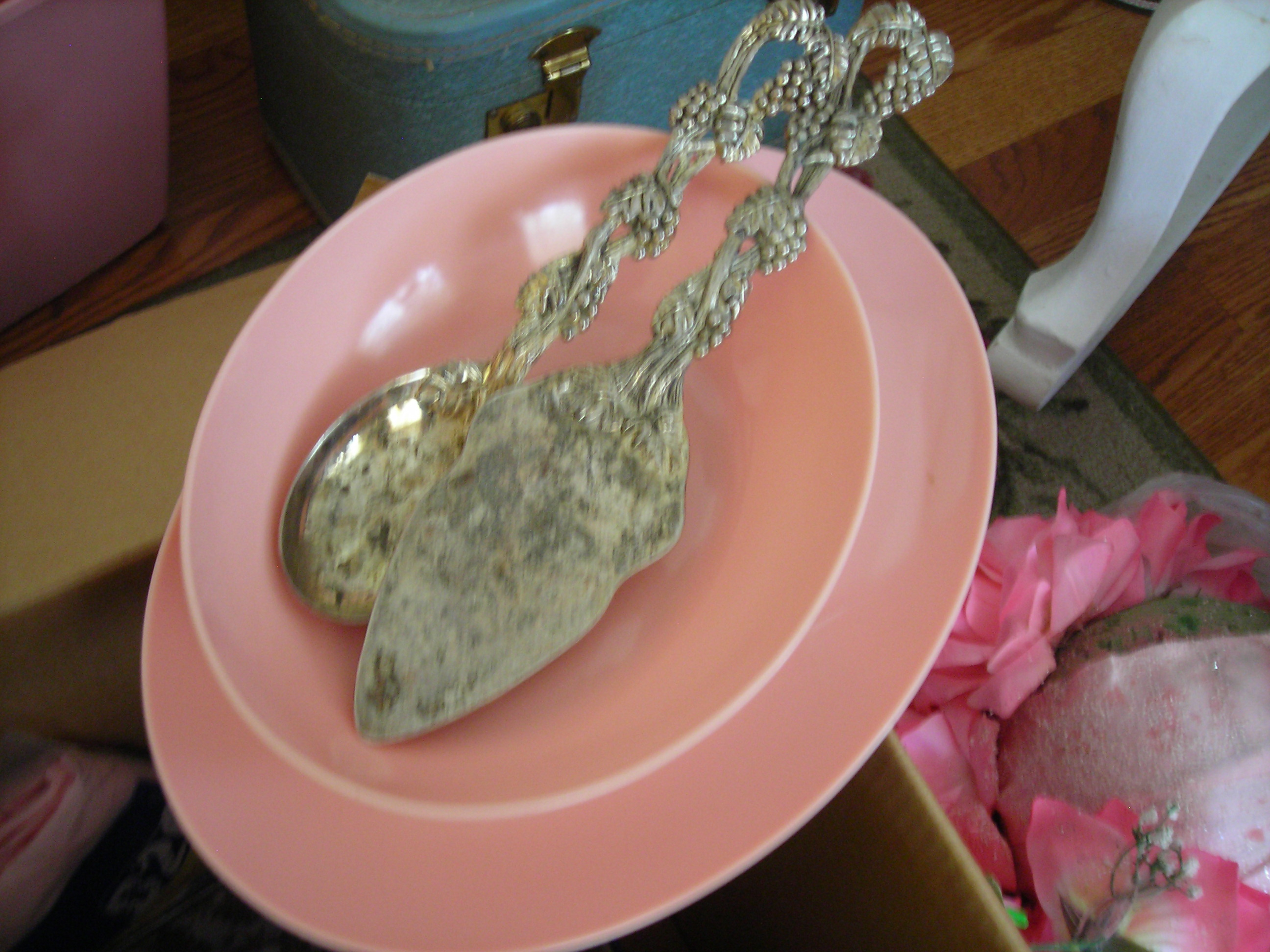 pair of vintage serving utensils and a grrreat pink melmac-ish bowl and platter