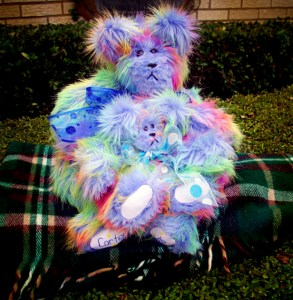 Blue rainbow bear and baby curves (624x640)