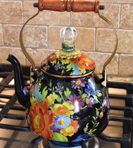 mad-hatter-tea-party-beautiful-pot-900-005