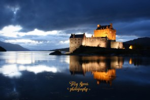 Eilean Donan night lights clear subtle drama (900x599)
