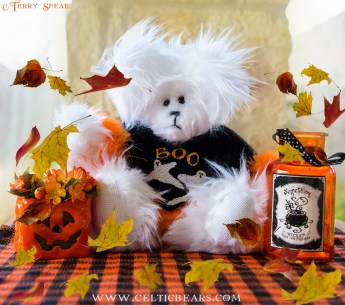 white bear in Halloween sweater black with ghost with leaves 900 DSC_4110