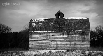 old barn 491 bw 1000