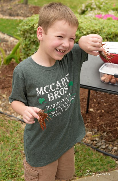 boy and 2 crayfish 1000 044