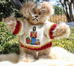 Drummer boy sweater bear (640x578)