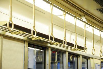 電車の網棚って便利だけど忘れ物をしやすいので注意が必要