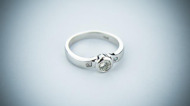 結婚指輪って、人生で高い買い物として絶対に忘れられない。値切った思い出も。