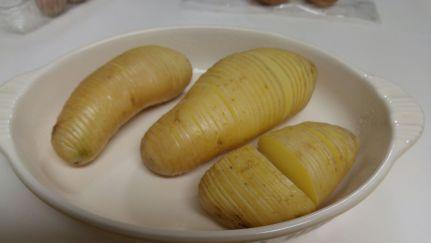 ジャガイモをアコーディオン状に切ったところ