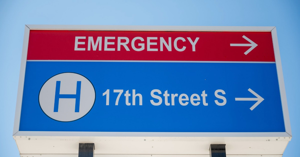 A sign with emergency and a street name written on it
