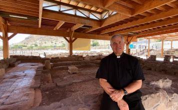 Desde la sinagoga de Magdala, el padre Juan Solana resaltó la importancia del lugar histórico como punto de encuentro entre el judaísmo y el cristianismo