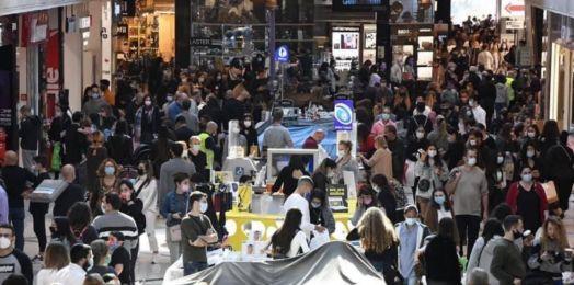 Israel: Atiborran centros comerciales en su reapertura tras confinamiento