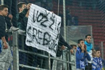 Drejtuesit e futbollit grek kërkojnë ndjesë për banderolën mbi Srebrenicën