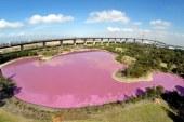 Jo blu por i kuq, veçantia e këtij liqeni në Australi (foto)