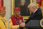 """Trump nderon indianët amerikanë me në sfond presidentin që i shfarrosi (""""mos është injorant?"""", pyetet në La Repubblica)"""