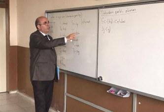 Nisi ABC-ja në shkollat e Turqisë, mësimdhënësi nga Koosva: 1200 kilometra për t'ua mësuar gjuhen shqipe