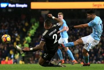 Aguero mund Leicester, Totenham fiton derbin e Londrës me Arsenal