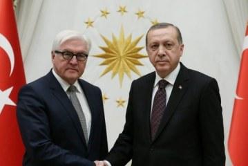 """Erdogan, vizitë në """"strehën e re"""" të fetoistëve; pikëpyetje takimi me Merkel"""