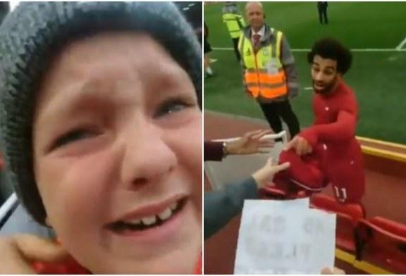 Salah u përgjigjet lotëve të një fëmije (video)