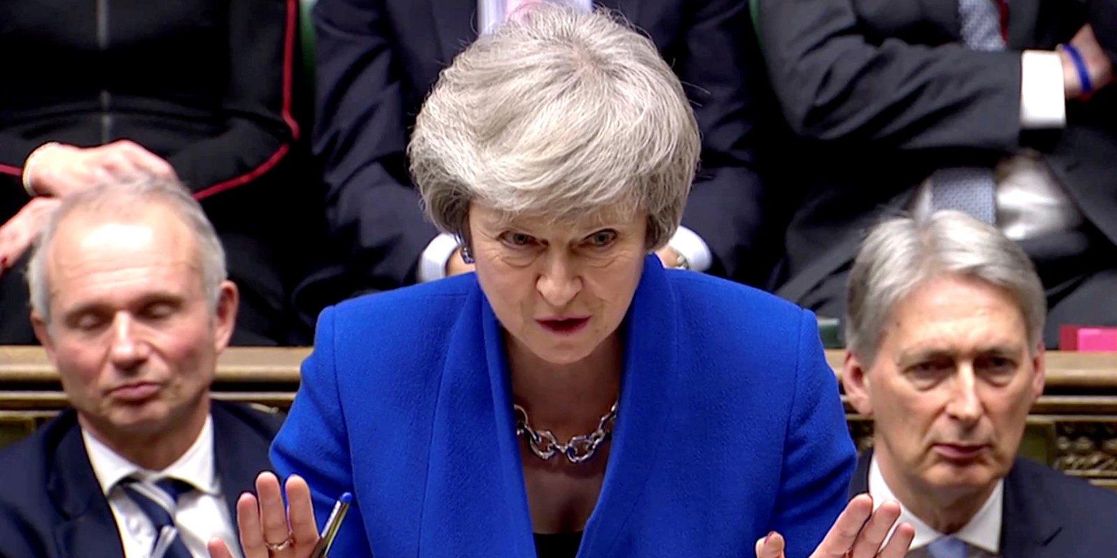 Theresa May  mbijeton   mbështetet nga 325 deputetë