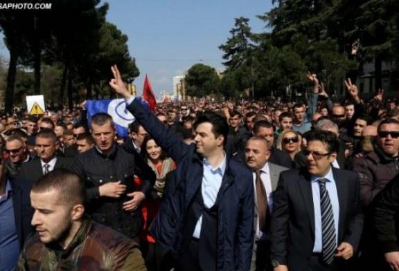 PRECEDENTËT/ Synimi i PD-së për rrëzimin e Ramës: cilat janë dy qeveritë e rëna më protesta në 28 vjet?