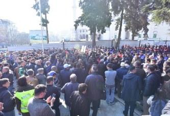 """Protesta e opozitës: dorëzohen verbalisht mandatet, kërkohet dhe """"tërheqje zvarrë"""""""