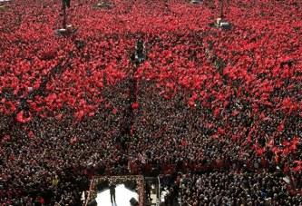 Erdogan mbledh 1.6 milion njerëz në shesh: Stambolli, i yni deri në Kijamet!