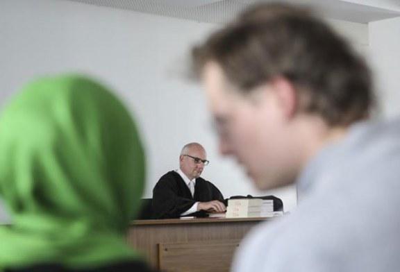 10 vite për një vendim: u hoq nga puna për shaminë, francezja fiton gjyqin ndaj punëdhënësit