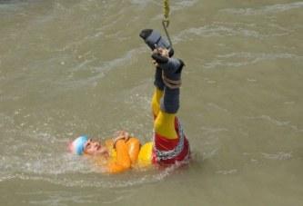 Magjistrari indian kërceu në lumë si Harry Houdini, por nuk doli më nga aty