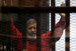 Erdhi me votë e u largua me grusht shteti, vdes në gjykatë Mohamed Morsi