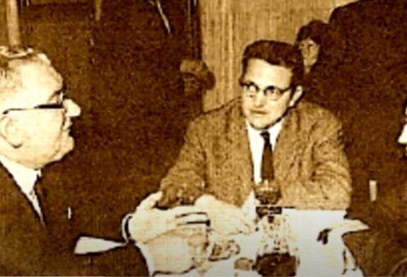DEBATI/ Si u soll Koliqi ndaj liceistëve të Korçës që s'pranonin përshëndetjen fashiste?