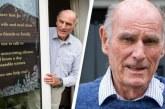 I moshuari i trishtuar, poster në dritare: Më grriu vetmia, dua një mik!