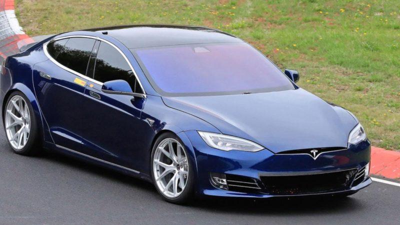 Tesla Model S porazil Porsche Taycana na okruhu Nürburgring