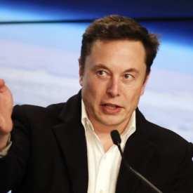 Elon Musk a annoncé que des taxis sans conducteur Tesla arriveraient l'année prochaine