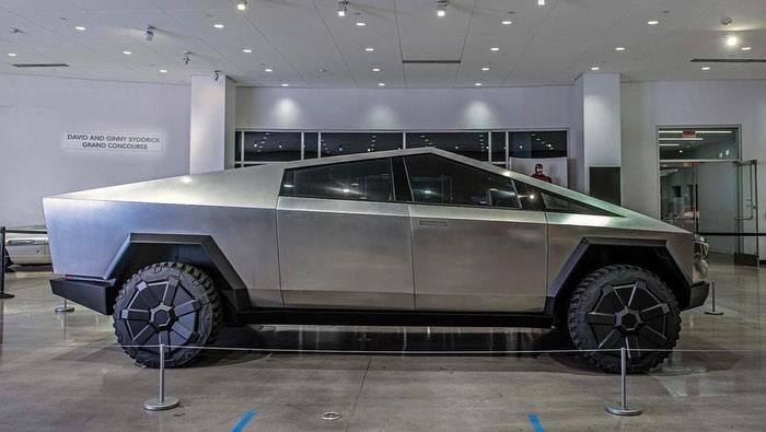 Так или иначе, Tesla Cybertruck будет продаваться в Индонезии, обещает дилер.