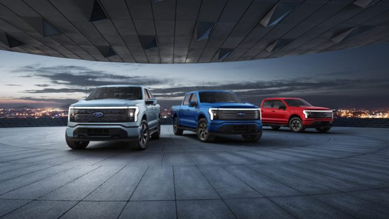 Ford увеличивает инвестиции в электромобили до 30 миллиардов долларов, F-150 Lightning получил 70 тысяч предварительных заказов