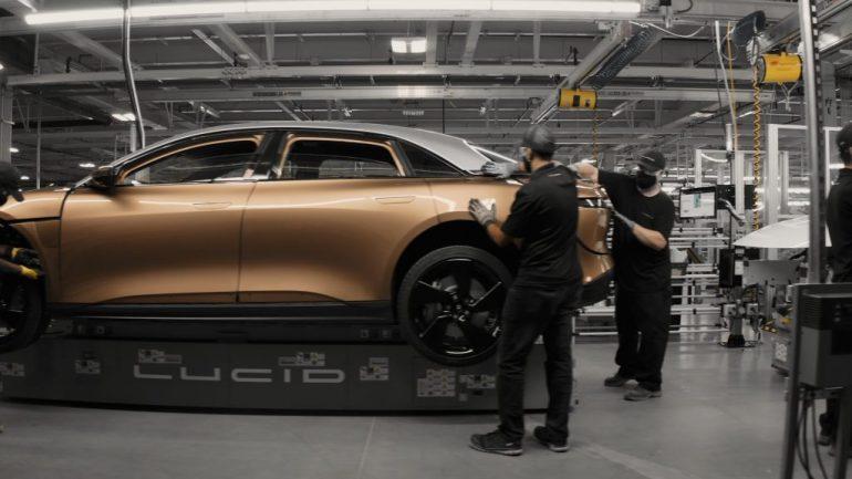 Lucid Motors подробно описывает производственные усилия, новые выставочные залы и свой внедорожник.