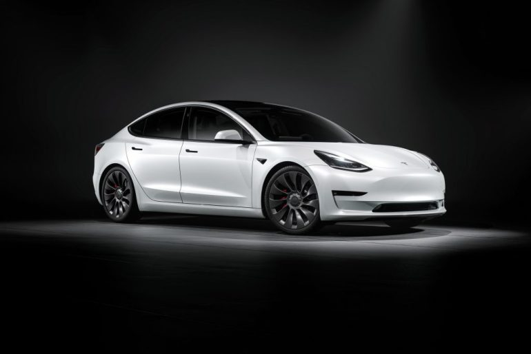Tesla Model 3 возглавила рейтинг Cars.com `` Сделано в Америке '', впервые в этом списке оказался электромобиль