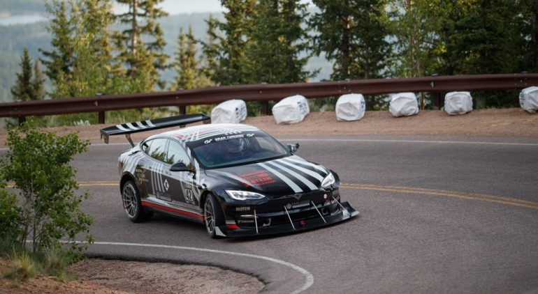 Tesla Model S Plaid достигает 140 миль в час во время пробега за первое место в Pikes Peak Hill Climb