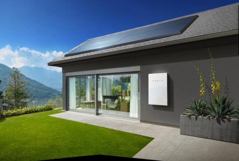 Количество развернутых солнечных батарей и аккумуляторов Tesla во втором квартале 2021 года утроилось по сравнению с аналогичным периодом прошлого года