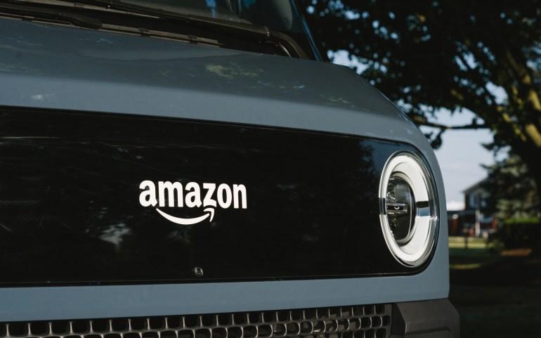 Rivian расширяет испытания своих электрических автофургонов Amazon до Мичигана